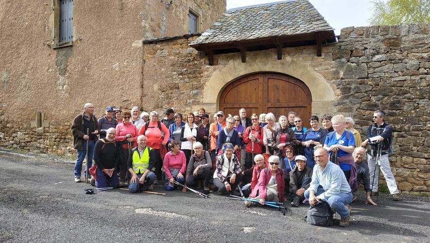 Le club de randonnée  à dos en balade avec le club de Sévérac-d'Aveyron sur le Causse-Comtal