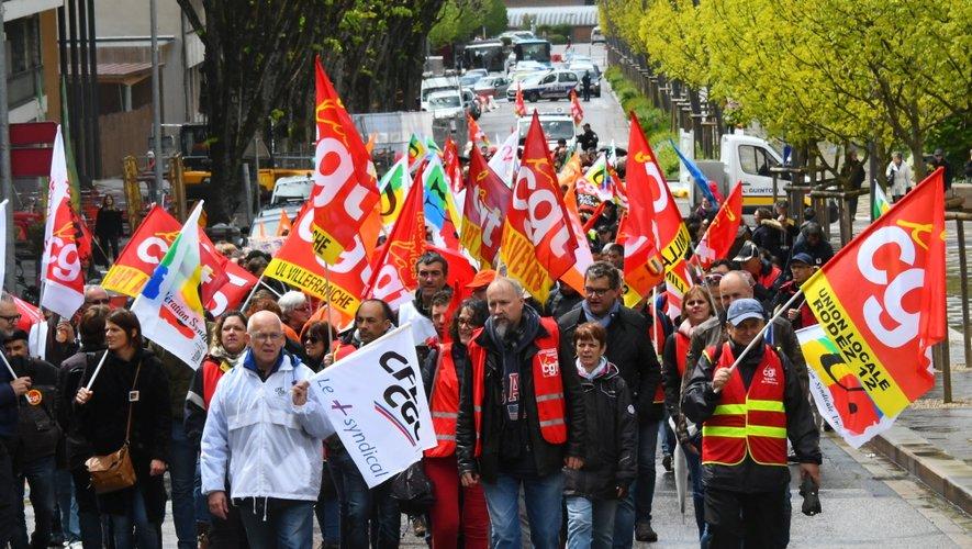500 personnes environ ont défilé à Rodez du quartier de Bourran jusqu'à la préfecture.