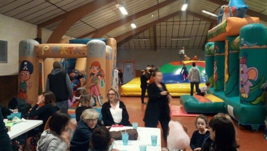 La salle des fêtes transformée en salle de jeux