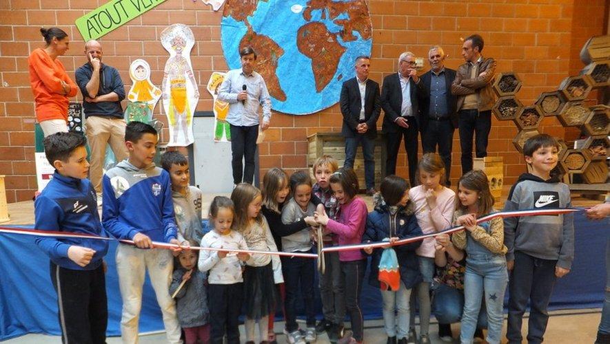Inauguration :les enfants coupent le ruban