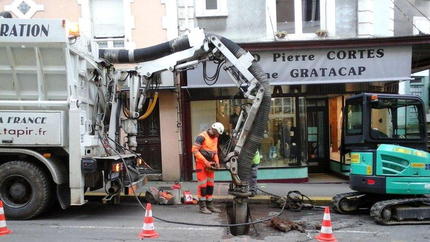 Les travaux ont bien avancé dans la rue, le trottoir devant le Stand est terminé.