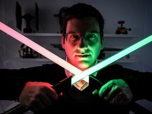 Groupe LDLC, l'un des principaux distributeurs français de produits high tech dirigé par Olivier De La Clergerie, sortira en septembre un sabre-laser truffé d'électronique
