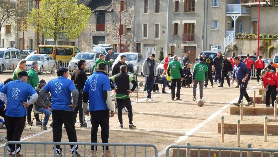 Handball, pétanque et quilles au programme