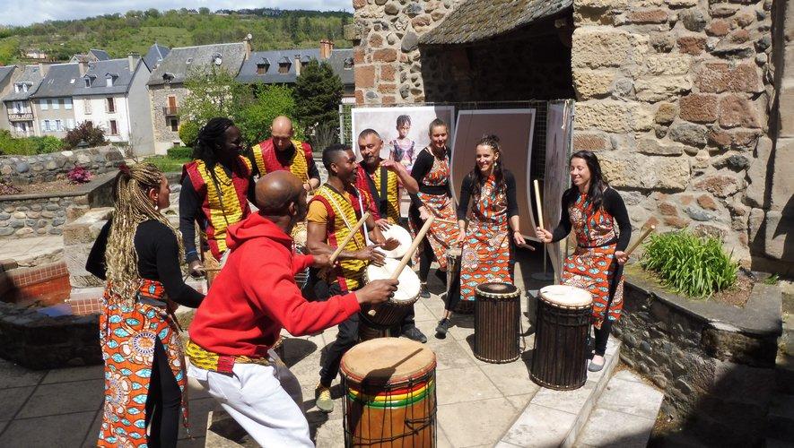 La musique africaine a vivement intéressé le public.