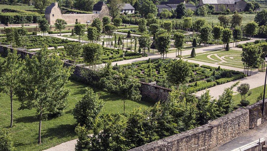 Le jardin du château de Bournazel.