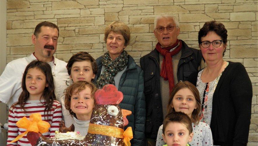 Christian et Florence Saquet entourant les petits chanceux de la famille Bringer