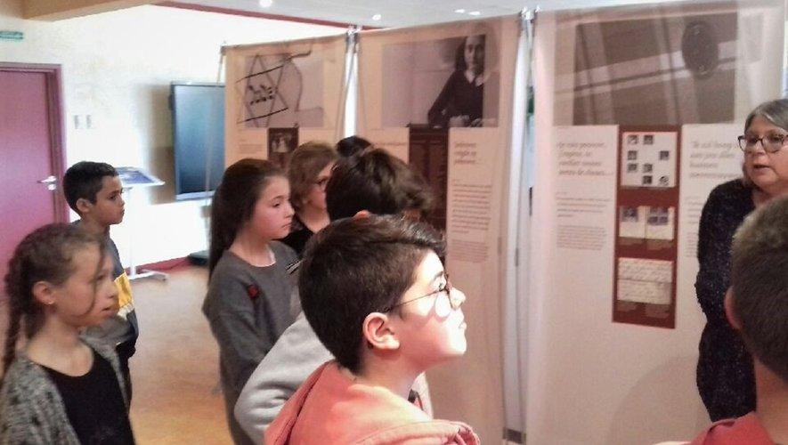 L'expo a suscité beaucoup d'émotions parmi le jeune public de scolaires.