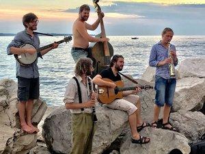 Les Gars d'en Bas et leur voyage où coule si bien le chant !