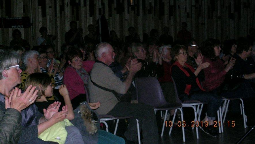 La salle était pleine à craquer pour  la soirée en hommage à Jean Ferrat.
