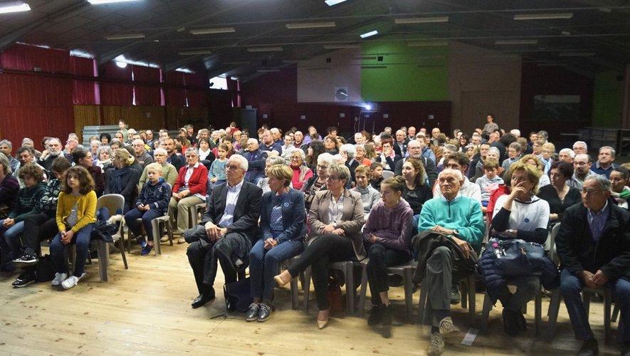 Plus de 2O0 personnes ont assistéà la séance de projection.