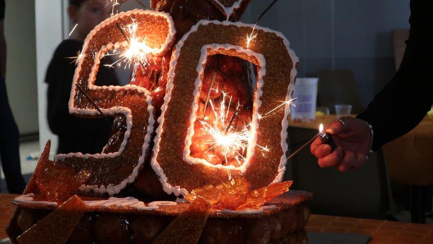 Comme dessert, en fin d'un excellent repas, l'immense gâteau d'anniversaire !