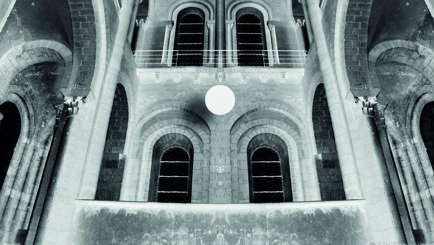 Silence(s), photographieset installations de Lisa Gervassiet de Tana Barbier.