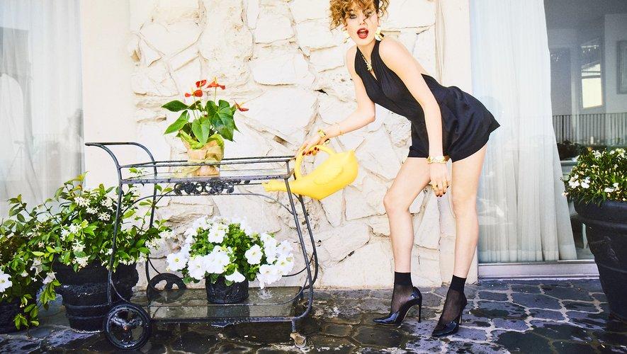 Féminité assumée, provocation, et humour sont au coeur de la nouvelle campagne Wolford.