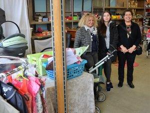 Véronique (responsable), Tico et Liliana vont proposer une grande vente bazar et puériculture samedi prochain à Rodez.