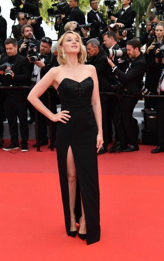 Ludivine Sagnier était éblouissante sur le tapis rouge de la Croisette dans une longue robe bustier fendue signée Celine. Cannes, le 15 mai 2019.