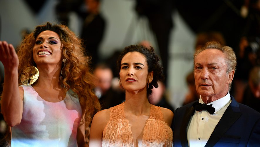 """Silvero Pereira, Barbara Colen et Udo Kier (de gauche à droite) sont au casting du film """"Bacurau"""""""