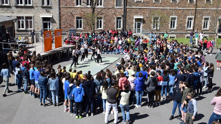 Les élèves  profitent de la fête de leur école, tous les deux ans.