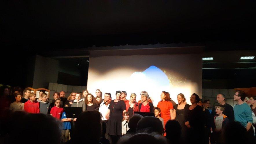 Pas moins de 50 tambourniers sur scène pour une représentation unique
