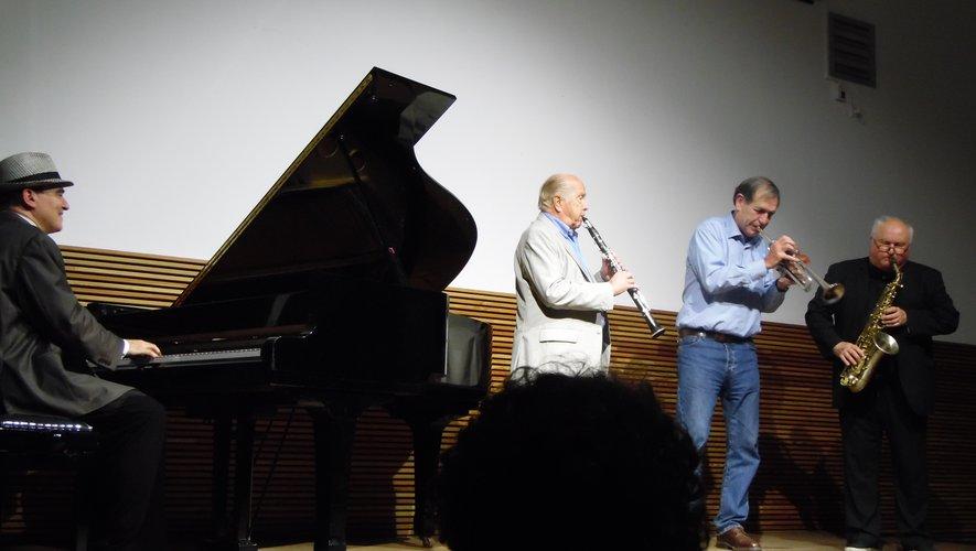 Jacky Milliet avec classe, Daniel Huck avec son humour, Eric Luter et sa joie de vivre ont joué avec les notes du Blues et le grain de folie de Fabrice Eulry, tantôt ensemble, tantôt en solo mai toujours avec brio.