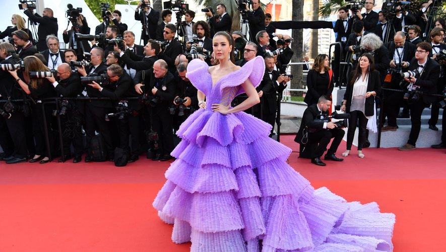Sririta Jensen a foulé le tapis rouge dans la robe la plus spectaculaire de la journée. Une création lavande ombré composée de plusieurs couches de tulle que l'on doit à Michael Cinco. Cannes, le 16 mai 2019.