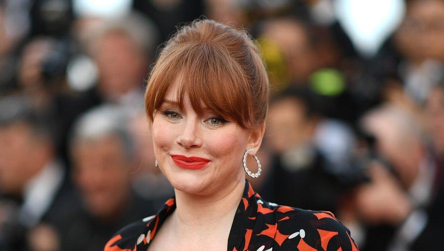 L'actrice Bryce Dallas Howard est apparue rayonnante avec sa frange effilée et une bouche cerise. 16 mai 2019