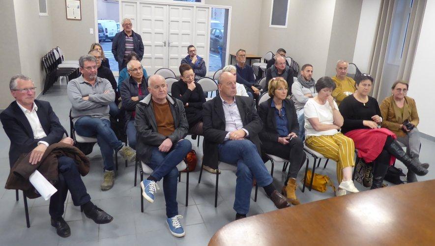 Les participants à cette réunion publique.