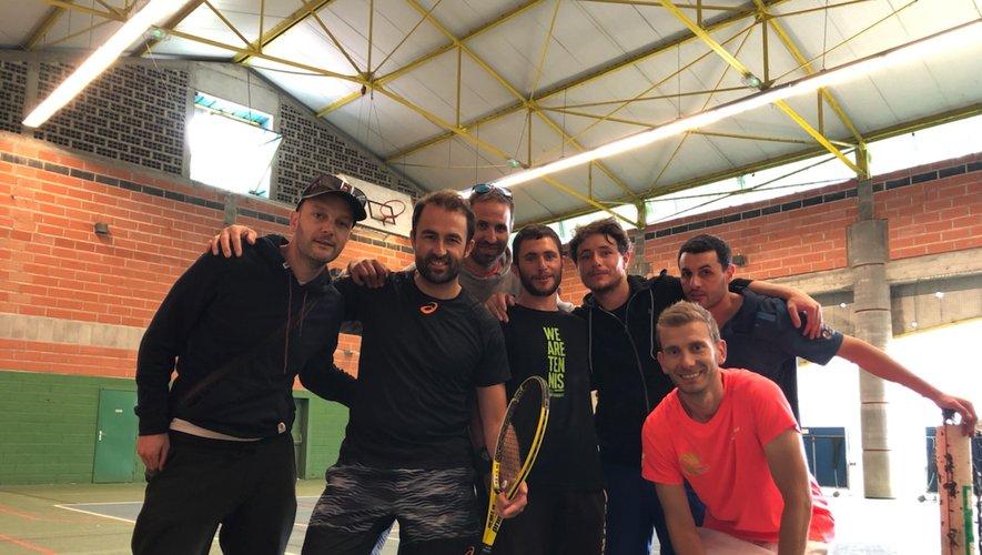 L'équipe II d'Espalion et ses adversaires de l'ASPTT Albi.