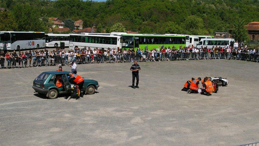 Les victime de cet accident sont pris en charge par les services de secours, parmi lesquels les jeunes lycées d'Aubin de al section sapeurs pompiers volontaires et ceux de la filière Sécurité.