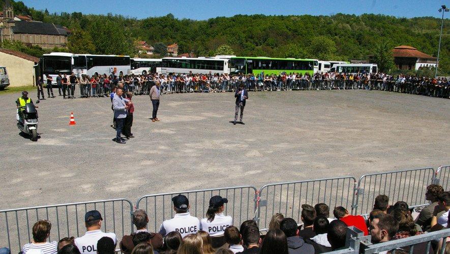Le proviseur et ses partenaires sur cette action se sont adressés aux 1 100 jeunes présents.