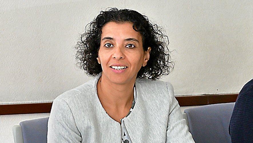 Fatima Bouzaouza défend ses arguments face aux syndicats.