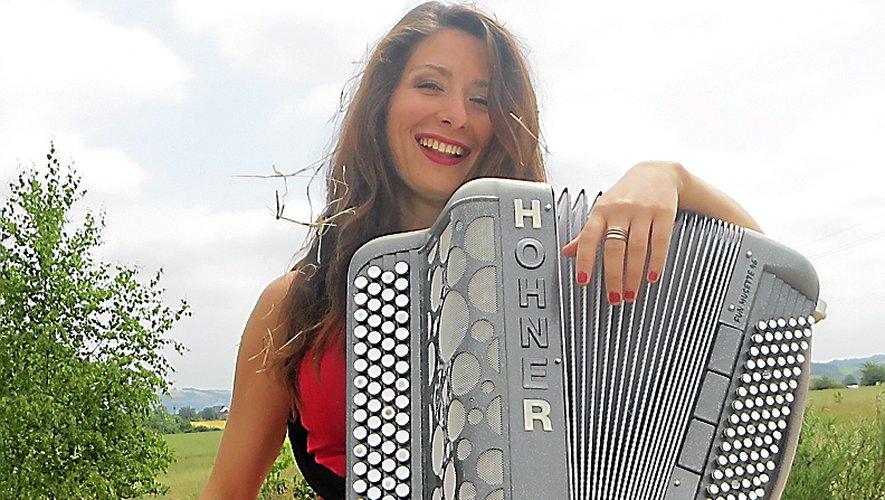 Nathalie Bernat, ambassadrice de charme de l'accordéon aveyronnais.