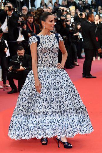 Penélope Cruz était sublime dans une longue robe en dentelle confectionnée par Chanel Haute Couture, maison dont elle est ambassadrice. Cannes, le 17 mai 2019.