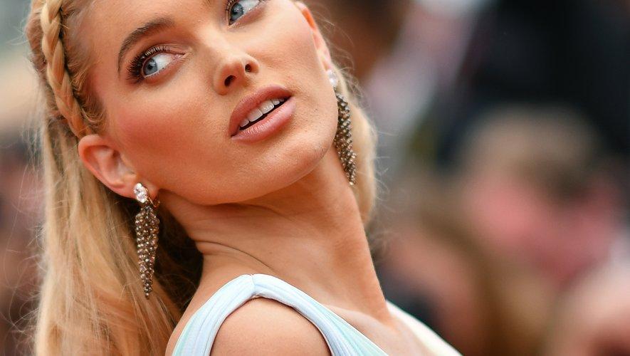 Le top suédois Elsa Hosk opte pour une couronne tressée et une bouche nude. 19 mai 2019
