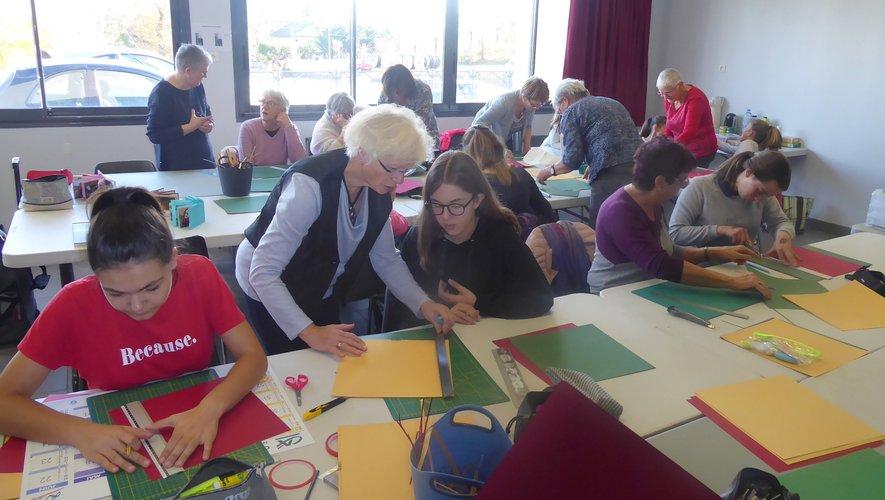 Les participantes au dernier atelier organisé par l'association « A Tous Scrap… Scrappons ».