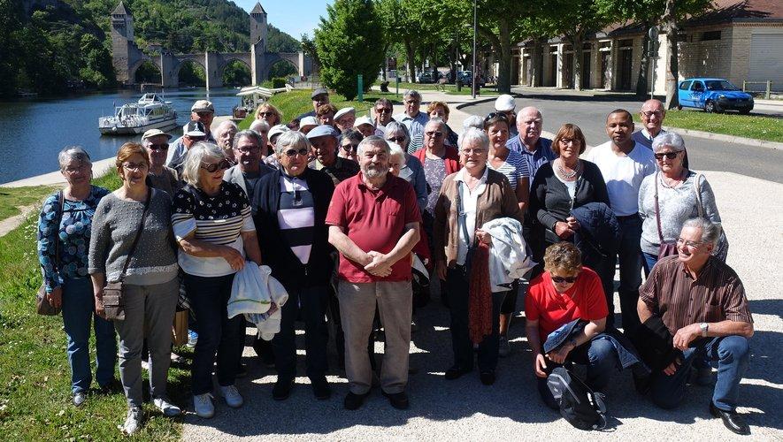 Le groupe a posé devant le Pont Valentré.