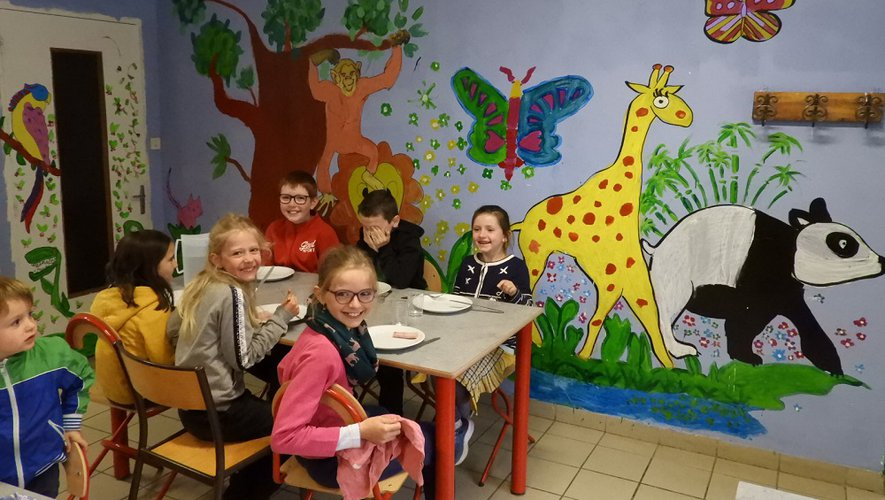 Les enfants ont réalisé une fresque à la cantine de l'école.