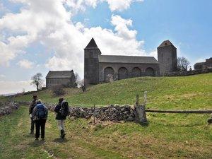 L'Aubrac, terre des marcheurs de Saint-Jacques-de-Compostelle et de Saint-Guilhem.