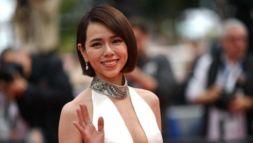 L'actrice taïwanaise Kimi Hsia Yu-Chiao a monté les marches en affichant une coupe courte structurée associée à des sourcils appuyés, un sourire rouge mat pour une version plus moderne du look cannois. 20 mai 2019