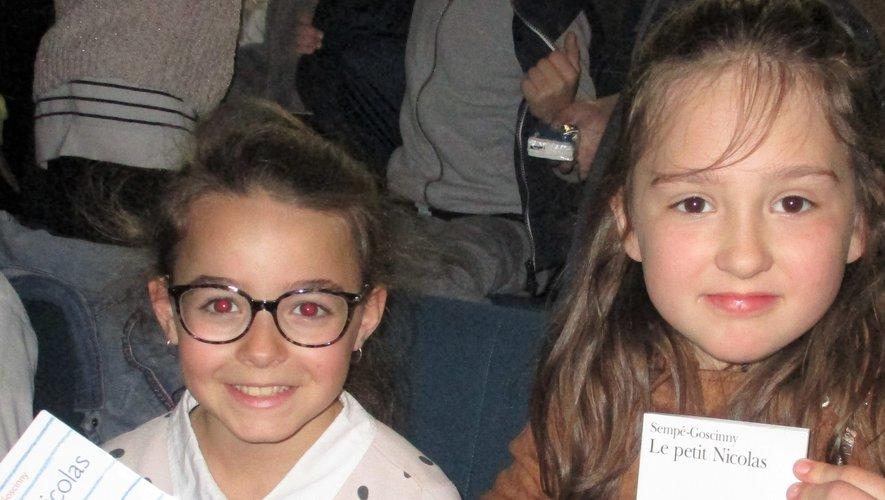 Lecture à voix haute pour Eva et Romane représentant leur école