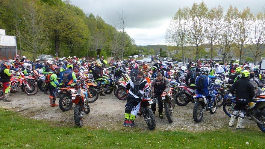 Les concurrents prêts pour une balade de 130 kilomètres.