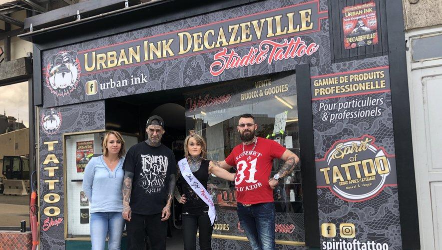 Harmony, David Saanca, Mimiss Tartouille et Damien Vidal devant le shop Urban ink 9 rue Cayrade.