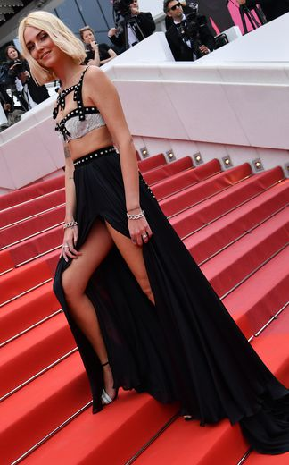 Chiara Ferragni a fait sensation à Cannes s'illustrant dans un magnifique ensemble composé d'un crop top et d'une longue jupe plissée, pile dans la tendance du moment. La tenue est signée Philosophy di Lorenzo Serafini. Cannes, le 21 mai 2019.