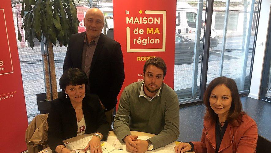 Une équipe à la Région pour accompagner les projets aveyronnais avec les fonds européens. Aux côtés de Monique Bultel-Herment (à gauche), conseillère régionale, Thierry Rebuffat (debout), responsable pour l'Aveyron de l'aménagement du territoire au cabinet du conseil régional, Guillaume Giai, chargé de mission à la direction Europe de la Région et Nadia Bernié, en charge des groupes d'action locale pour l'Aveyron.