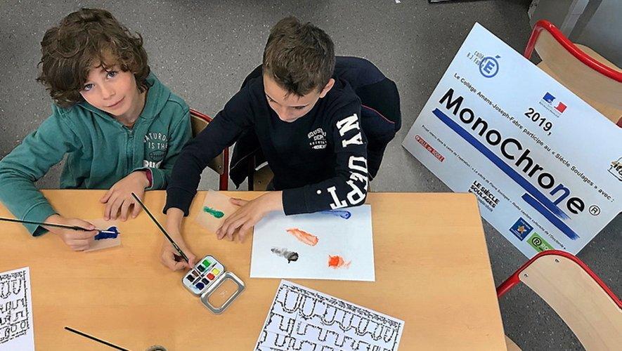 Les élèves à l'œuvre pour le projet MonoChrone du collège Fabre.