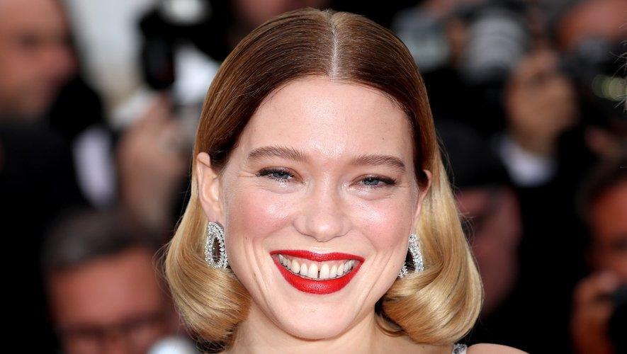 L'actrice française Léa Seydoux affichait un carré court bicolore (racines foncées et pointes blondes) associé à un rouge à lèvres classique. 22 mai 2019