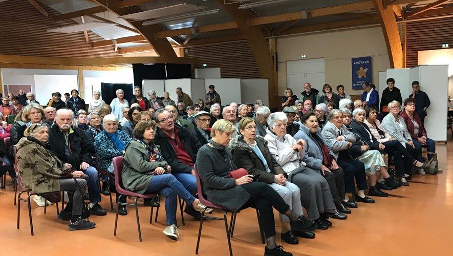 Un public nombreux est venu pour voir les réalisations des aînés.