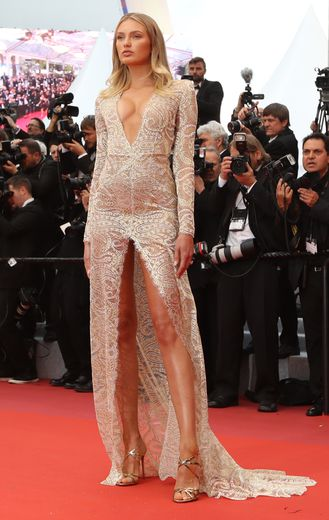 Romee Strijd en Etro. Cannes, le 14 mai 2019.