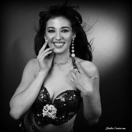 Virginia Milano a invité des stars de la danse orientale et andalouse pour une soirée exceptionnelle.