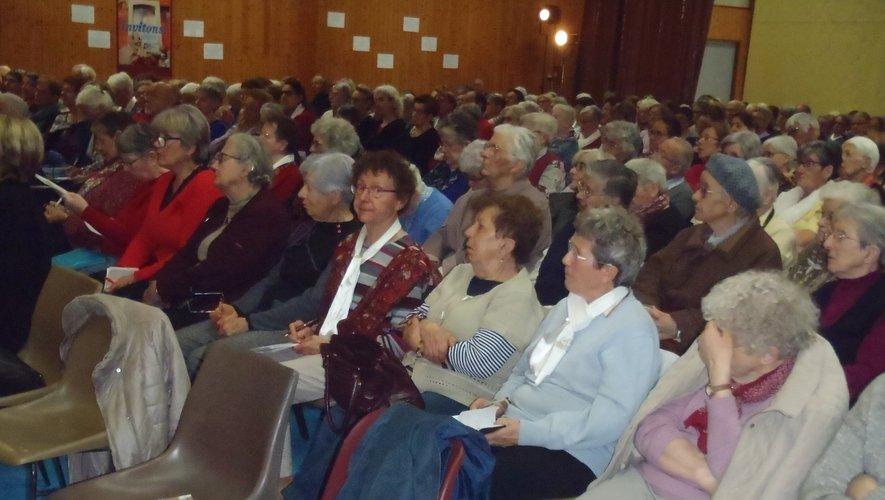 Beaucoup de monde présent à la salle polyvalente.