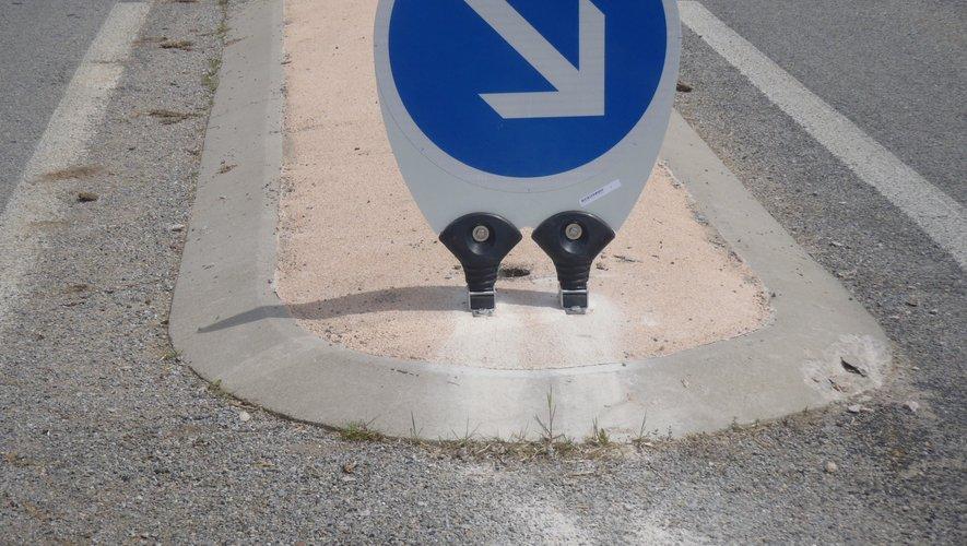 les nouveaux panneaux a deux pieds flexibles